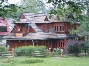 Read more about the article Schronisko, hotel czy domek? Gdzie najlepiej spać w Zakopanem?