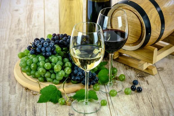 You are currently viewing Polskie wino – rodowity napój bogów