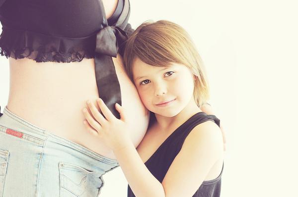Read more about the article Czy warto decydować się na fotografię ciążową?