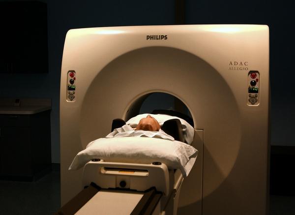 Kto przeprowadza tomografię?