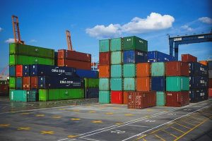 Kiedy warto wynająć kontenery?