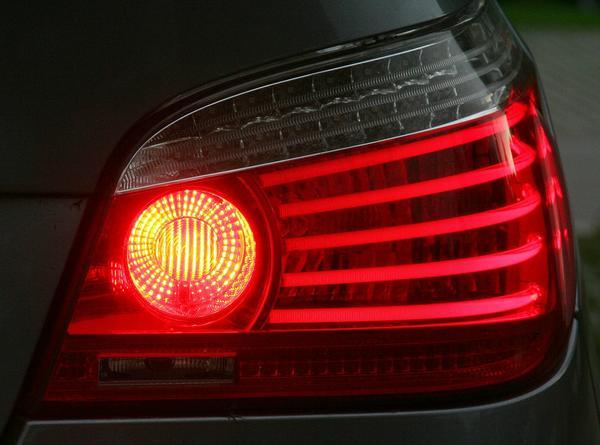 Poprawa bezpieczeństwa na drodze dzięki lampom obrysowym