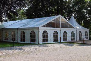 Wynajmowanie profesjonalnie wykonanych namiotów imprezowych