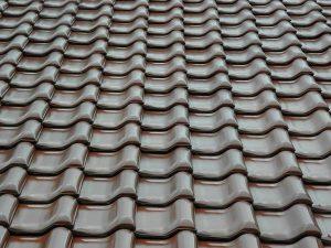 Jak skutecznie konserwować poszycie dachowe?