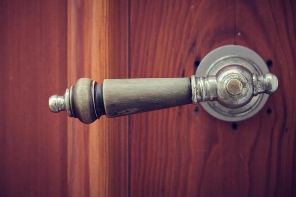 Wyjątkowe drzwi do domu z Kielc
